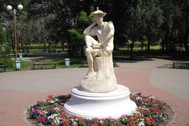 Памятник Льву Кассилю в Энгельсе