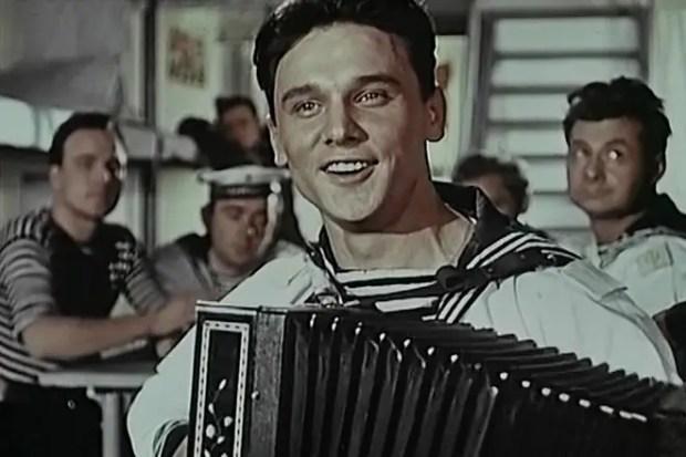 Георгий Юматов в молодости (кадр из фильма «В мирные дни»)