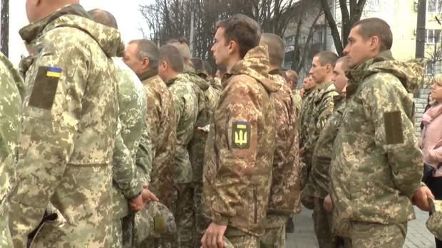 Військовослужбовці вшановують пам'ять загиблого бійця