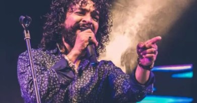 Singer Keerthi Sagathia's song 'Valam Kis Des Gayo' gets a thumbs up from the audience