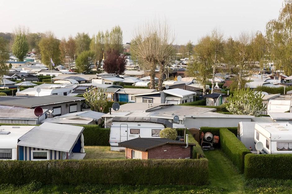 Auf engem Raum leben von April bis Oktober rund 1.000 Menschen permanent auf dem Campingplatz bei Wesel.