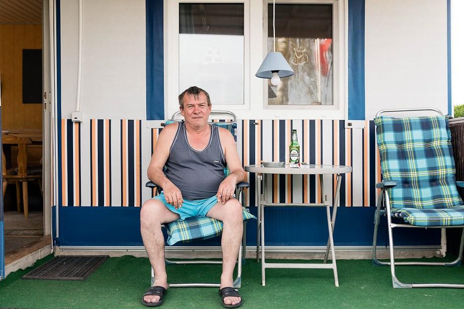 Uwe Gaebler-Deichsel fühlt sich sauwohl auf der Insel. Eigentlich wohnt er in Duisburg zur Miete. Das Häuschen am Hausweg 6 ist sein Rückzugsraum.