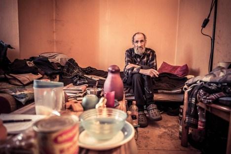 Klaus-Dieter hat nur noch wenig Kraft und einen Traum: eine saubere Wohnung im Altersheim gegenüber.