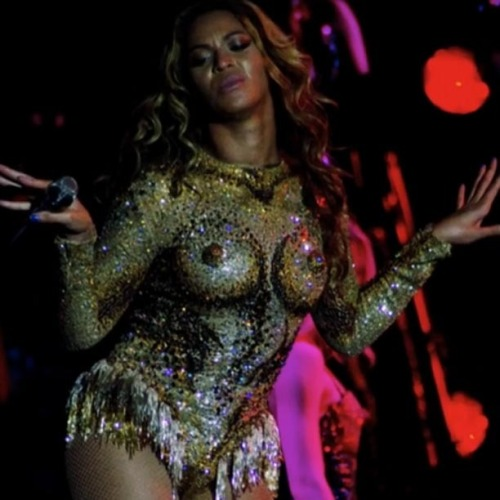 We've sure come a long way since Janet Jackson at the Super Bowl now haven't we? Beyonce purposely slips the nips..