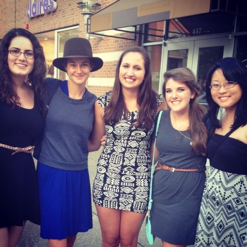 Another photo of Shailene today.