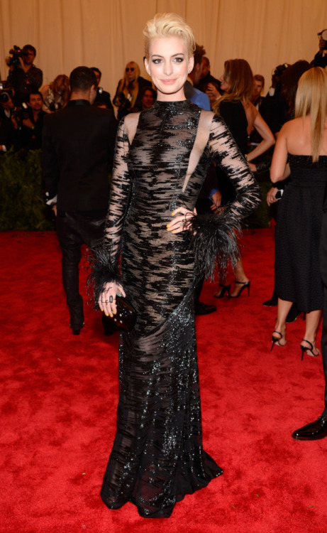 Anne Hathaway in vintage Valentino at the 2013 Met Ball