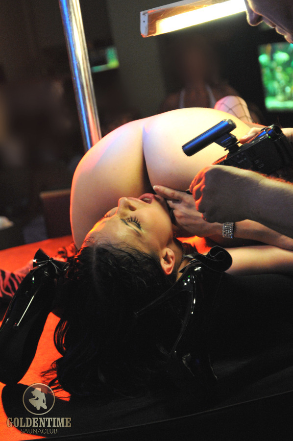 Live Show con Abbie Cat alla sauna FKK Goldentime di Vienna