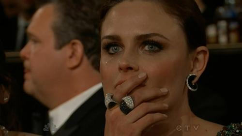 Golden Globe 2013: Emily Deschanel commossa al discorso di Jodie Foster