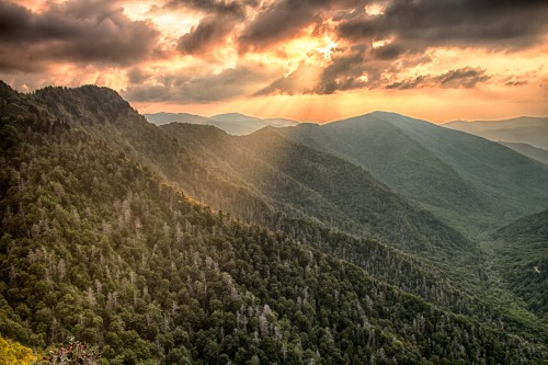 Sunset over Great Smoky Mountains National Park in Tennessee.  Photo: Austin Leih (www.sharetheexperience.org)