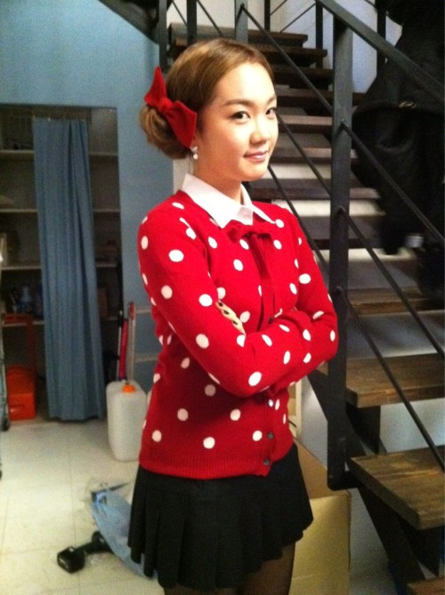 101202 Joo's Twitter  새침떼기 쮸 빨간리본은 뽀인트 ! This Christmas 많이사랑해주세요:-) Jjoo's red ribbon is the point ! Please give This Christmas lots of love:-)