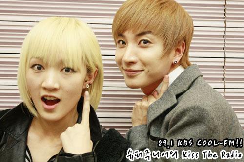 101231 Super Junior's Kiss the Radio  라디오 동창회 시즌2..해외파편! Radio Reunion Season 2..Foreigners! 그리고보너스 비화~ AndA bonus secret~ 특DJ와 지아! Teuk DJ and Jia!무엇이~ 무엇이~ 똑같을까~요! What~ What~ could be the~same!