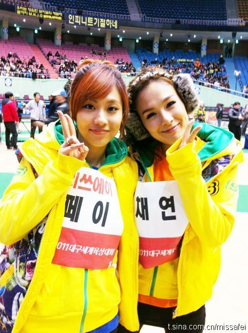 110124 Fei's Weibo  昨天的50米的第一小组,蔡妍姐说因为有她我才能拿第一!嘻嘻 !昨天跳高的时候也一直和PM还有我们组员一起给我打气!谢谢你们