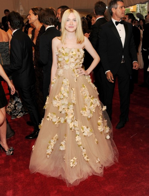 suicideblonde:  Dakota Fanning at the Met Costume Gala tonight wearing Valentino She looks like a blonde vision.