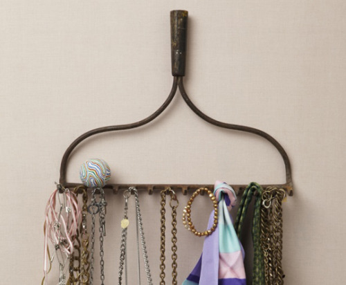 A Repurposed Rake Jewelry Organizer