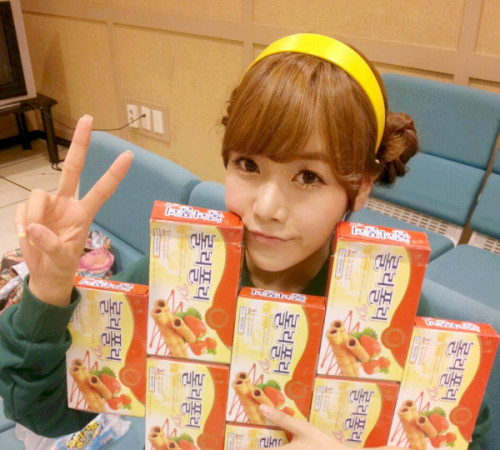 ilovejiyeon:  Roly Poly snack :)