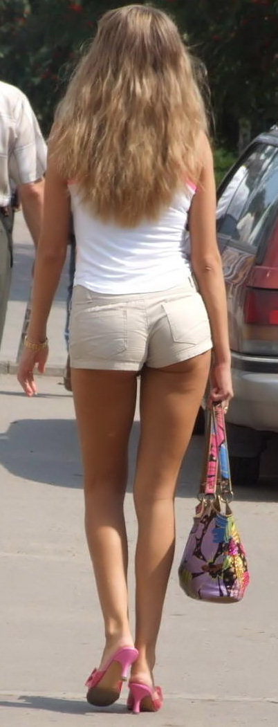 Candid Girls Bending Over In Public