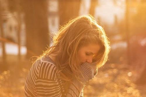 jesusloveyouandme:Ei, não desista. Quando estiver fraco, Deus te faz forte. Quando estiver triste, Deus traz a alegria. Quando estiver difícil, Ele traz a solução. Quando uma lágrima rolar no seu rosto Ele corre pra enxugar, pois quer te ver sorrindo. Por você Deus faz o impossível acontecer.