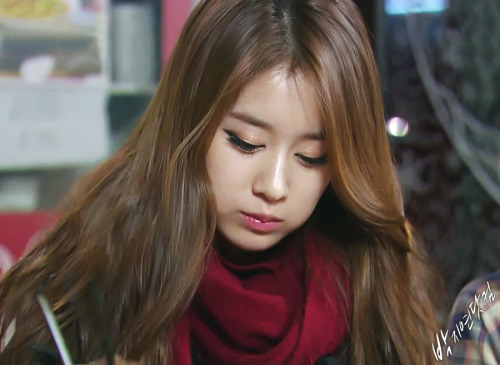jiyeon-lover:  Why can someone look so cute while eating???