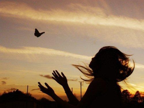 <br /><br /><br /><br /><br /><br /> Graças, Pai, sei que Te fiz chorarPor ser um mal-agradecido, por não haver Te obedecidoMesmo assim me tens amado, não me tens abandonado,Permaneces ao meu lado, venho agradecer.Graças, Pai, por amar-me numa cruz, com amor incomparávelEm Teu Filho JesusGraças, Pai, por Teu amor e Tua bondade, por Tua força e amizadePor ser um Pai leal, sempre leal<br /><br /><br /><br /><br /><br />