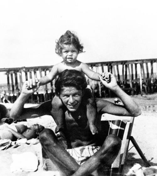 Frank Sinatra e sua filhinha Nancy.
