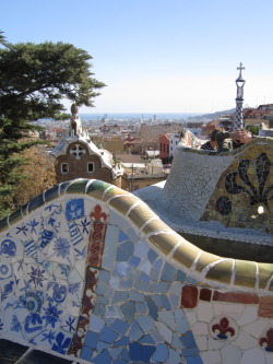 The famous tiled benches of Gaudí