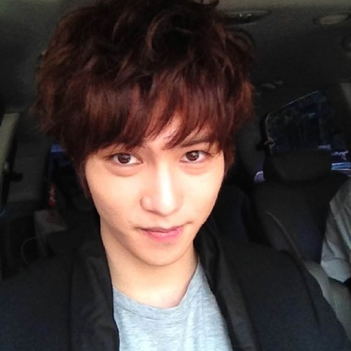 [Trans|Twitter] Lee JongHyun updated twitter with a selca after AGD press conference<br /><br /> Hi. This is guitarist JH. I went to the press conference today. How I was trembling.. ^^ A Gentleman's Dignity hwaiting!!Today you guys sent wreaths, I saw it all, thank you so much!</p><br /> <p>안녕하세요. 기타치는 종현입니다. 오늘 제작발표회를 다녀 왔어요. 어찌나 떨리던지…^^ 신사의 품격 화이팅!!! 오늘 보내주신 화환 다 봤어요 정말 감사합니다! http://pic.twitter.com/E9eBGURj</p><br /> <p>Translated by omonoona@cnbluestorm