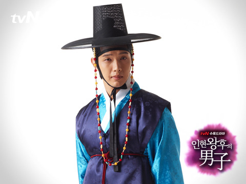 Ji Hyun Woo in Hanbok as Kim Boong Do