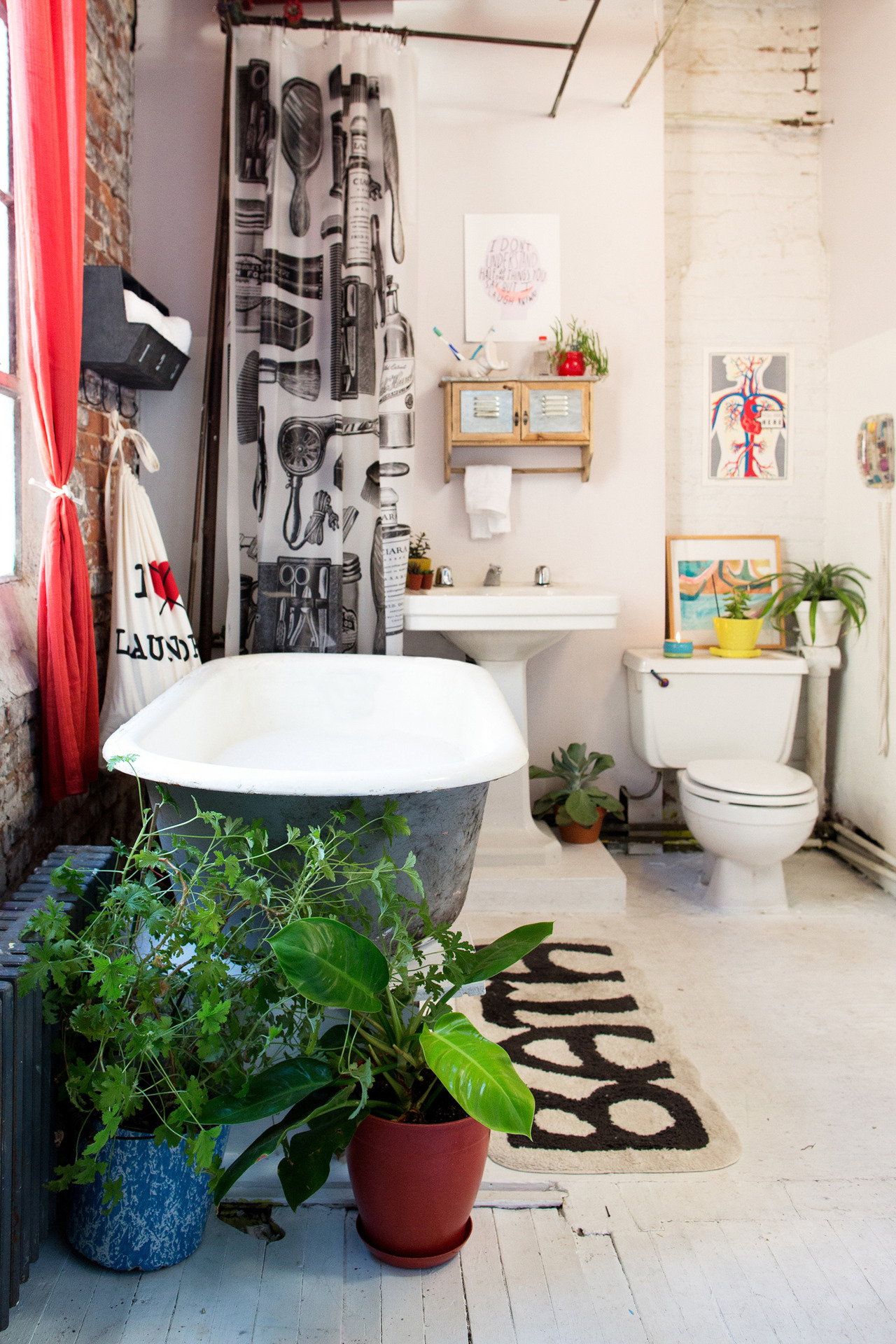 Uo home 2012 designtrolls for Urban bathroom ideas
