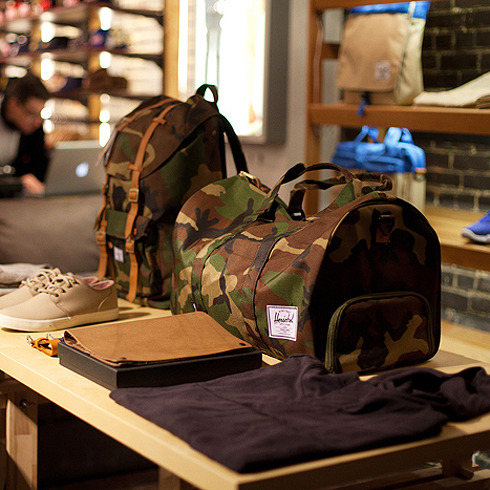 Herschel Supply Company<br /> Little America, Novel (Woodland Camo)
