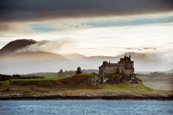 elostirion: Duart Castle by gregheath on Flickr.