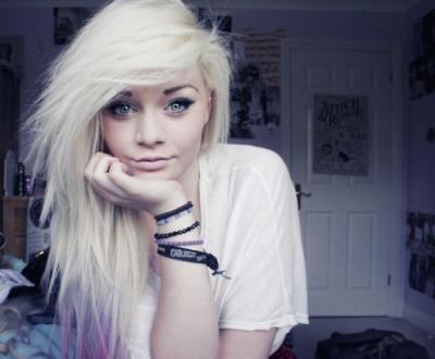 niiicky white hair