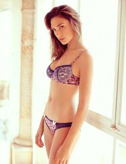Gal Gadot in een schattig lingerie setje
