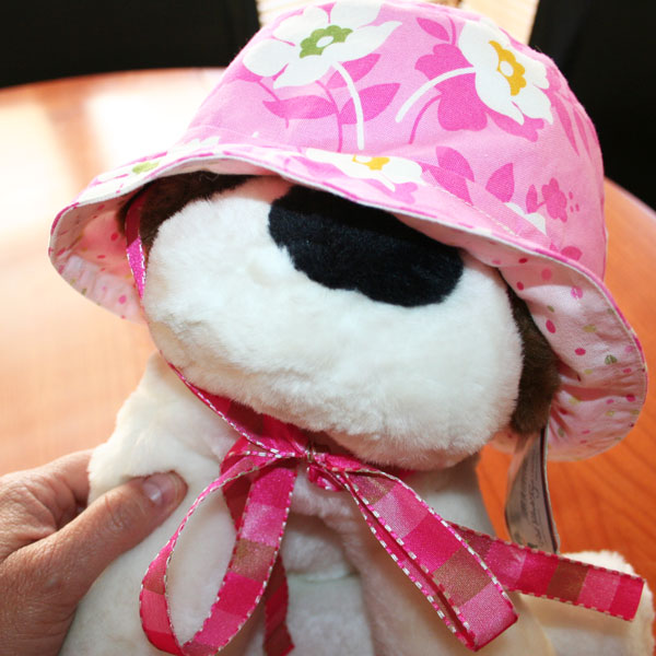a pink hat for Aliya