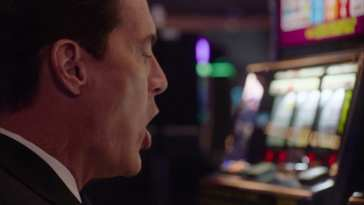 Agent Cooper shouts helllooo to a fruit machine