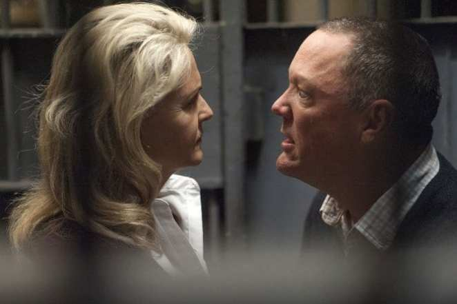 Phyllis and Bill Hastings arguing in a prison cell