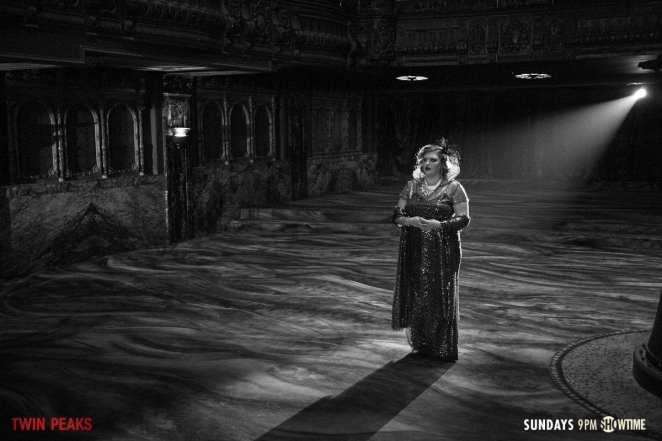 Senorita-Dido-Standing in the spotlight