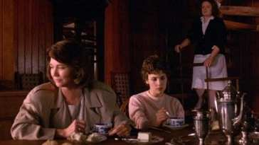 Sylvia and Audrey Horne looking awkward with a nurse in the room