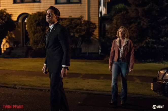 Agent Cooper and Carrie Page approach the Palmer house
