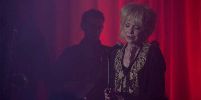 Julee Cruise sings in the red room, the world spins