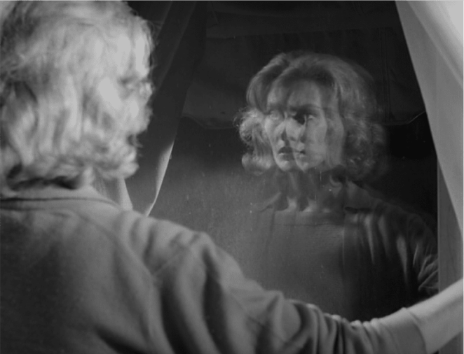 Melinda in Carnival of Souls looks in the mirror and sees duplicates of herself