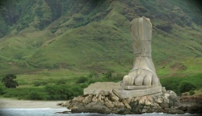 foot-statue in Lost