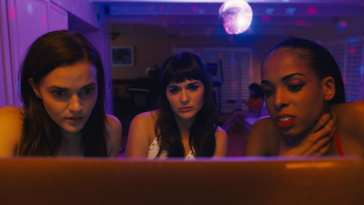 Alice/Lola looks at her doppelganger with other cam girls in Netflix's Cam