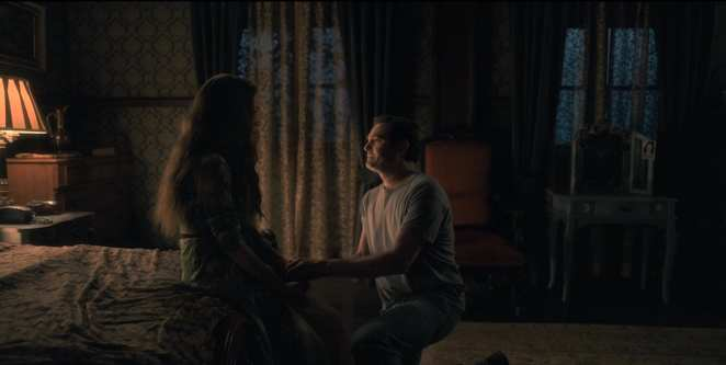 Hugh and Olivia Crain in The Haunting of Hill House (Netflix)