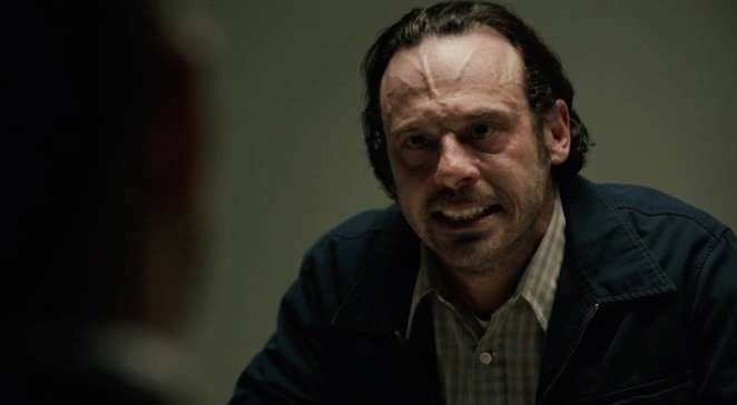 Scoot McNairy plays Tom Purcell in True Detective, Season 1, Ep6