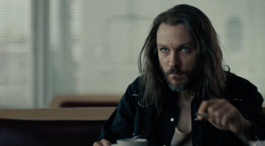 Dan O'Brien anxiously awaits West & Hays' arrival at the diner, in True Detective Season 3 Ep 6