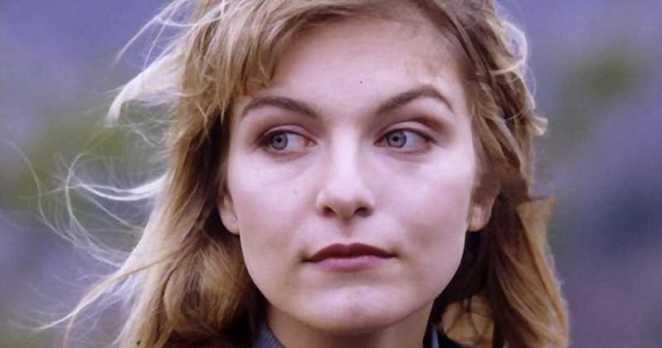 Laura Palmer looking solemn