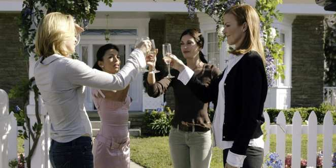 Felicity Huffman, Eva Longoria, Teri Hatcher, and Marcia Cross as Lynette, Gabrielle, Susan, and Bree in the pilot episode of Desperate Housewives
