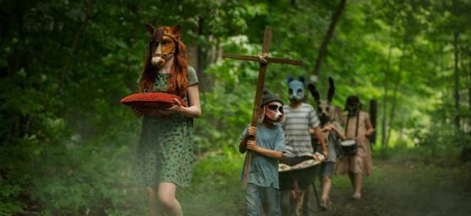Children on a procession through Maine in Pet Sematary