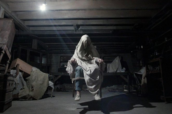 Carollyn Perron (Lili Taylor) battles possession in James Wan's The Conjuring (2013).