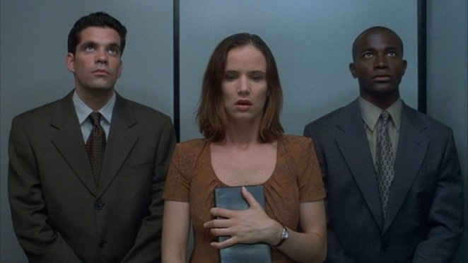 Juliette Lewis heavily guarded in The Way of the Gun.